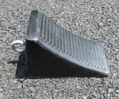 SUNNY雜貨-橡膠三角木 汽車輪胎固定器 防滑止退器 擋輪塊 橡膠止胎器#止胎器