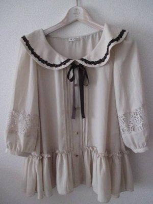 日本 axes femme 女裝**荷葉領上衣