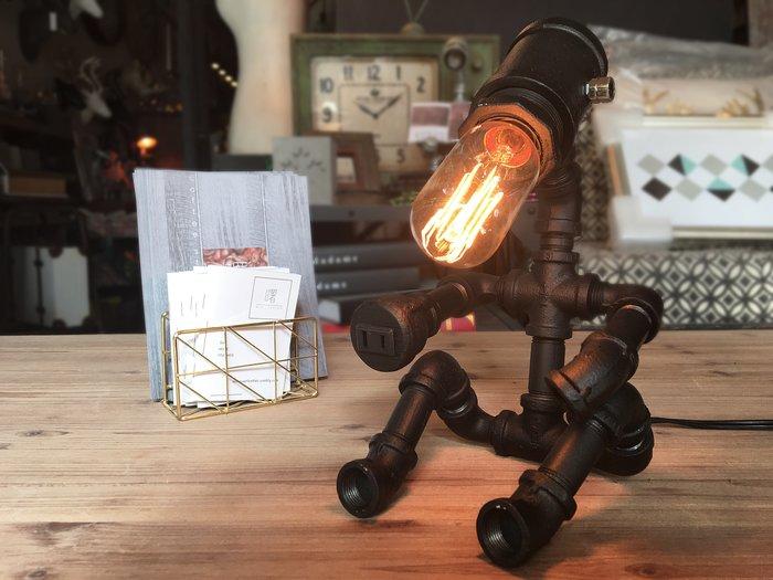 【曙muse】工業風檯燈(可調光)黑色 機器人桌燈 水管造型檯燈 loft 工業風 咖啡廳 民宿 餐廳 住家 設計