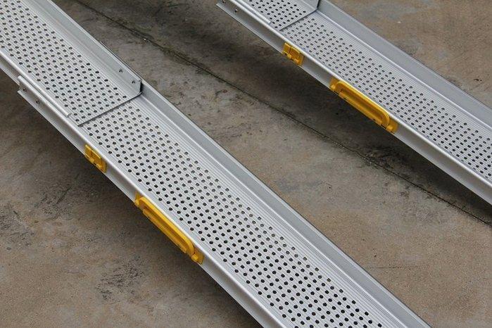 【奇滿來】輪椅伸縮登車架(一對)無障礙坡道180*16.5cm 上車架 鋁合金登車橋梯 爬坡道 斜坡板便攜帶 AYAP