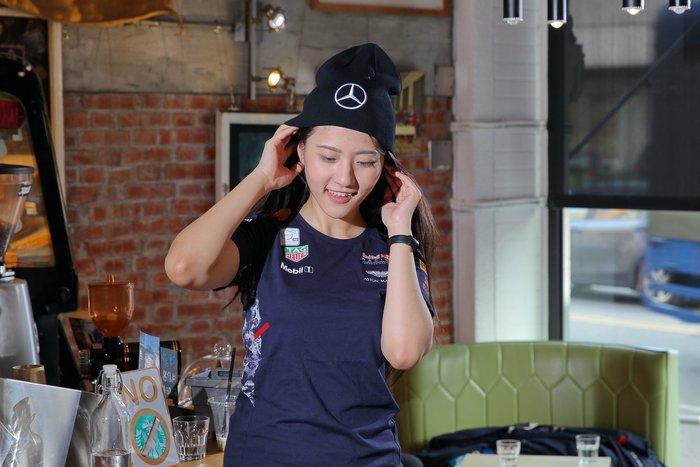 Mercedes AMG 賓士F1車隊毛帽(黑色)-促銷~