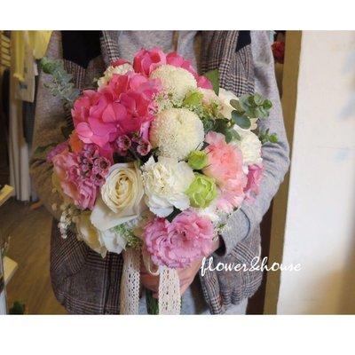 【Flower&House花藝之家】F60。白粉色系繡球花。新娘捧花。拍照手綁花。台北自。客製捧花。歡迎自取