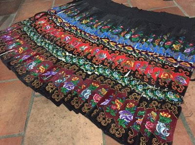 雲南苗族刺繡劍帶裙