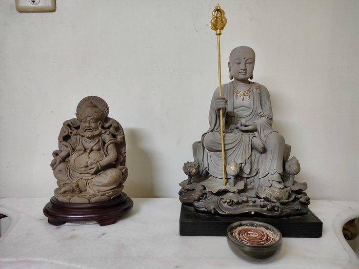 當代名家劉錫堂老師的作品南無地藏王菩薩石雕手作背面有落款 法相極佳 非常莊嚴這尊地藏王是持寶珠也是招財消業的43cm高