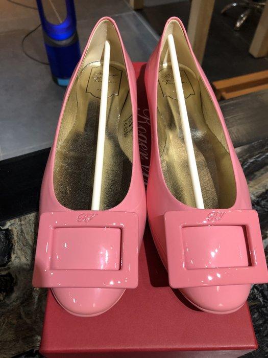 *金選名店*Roger Vivier*大出清9900 粉紅色長方釦素面漆皮娃娃平底娃娃鞋 39號