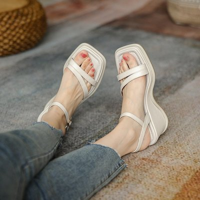 楔型涼鞋DANDT時尚真皮條帶坡跟涼鞋(21 JUN XZY456352) 同風格請在賣場搜尋 BLU 或 歐美女鞋