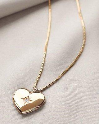 Wanderlust+Co 澳洲品牌 鑲鑽相本愛心項鍊 金色亮面款 Heart Locket