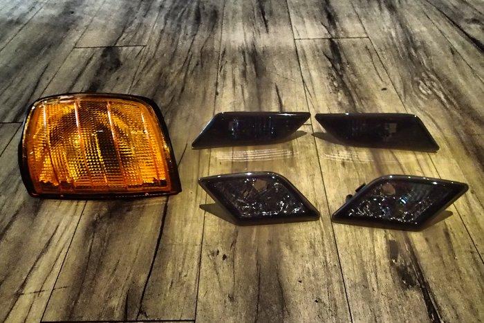 DJD19040920 BENZ W204 11-13 小改款 全新美規專用前保桿側燈 燻黑款