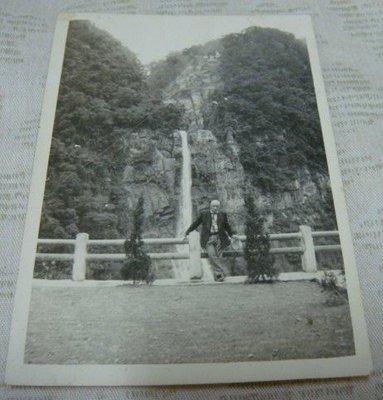 【早期老照片】民國50年代 水瀑風景 6.5X9 公分