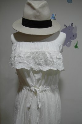 女神款~露肩平口蕾絲雕花長洋裝