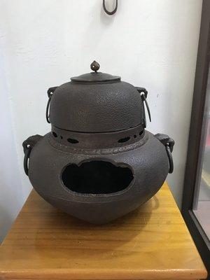 [已售出] 日本火缽/風爐 鬼面風爐 岩肌紋 日式擺設.造景((日式火缽鬼面風爐日式風爐 可參考