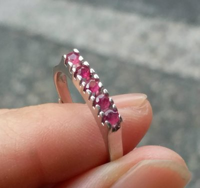 嗨,寶貝銀飾珠寶* 925純銀☆835純銀 德國購買 時尚精品 簡約 個性 天然紅寶石排鑽純銀戒指  開口可以自行調節指圍