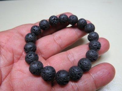 【競標樂】天然泰國黑隕石(火山溶岩)原礦手珠10mm2條(回饋價便宜賣)限量10組(賣完恢復原價250元)