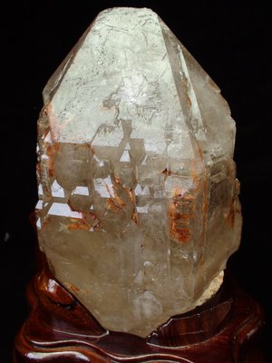 ~shalin-crystal~巴西鱷魚骨幹水晶~1.946公斤~完整度高~除穢聚氣~化煞聚財~值得珍藏!
