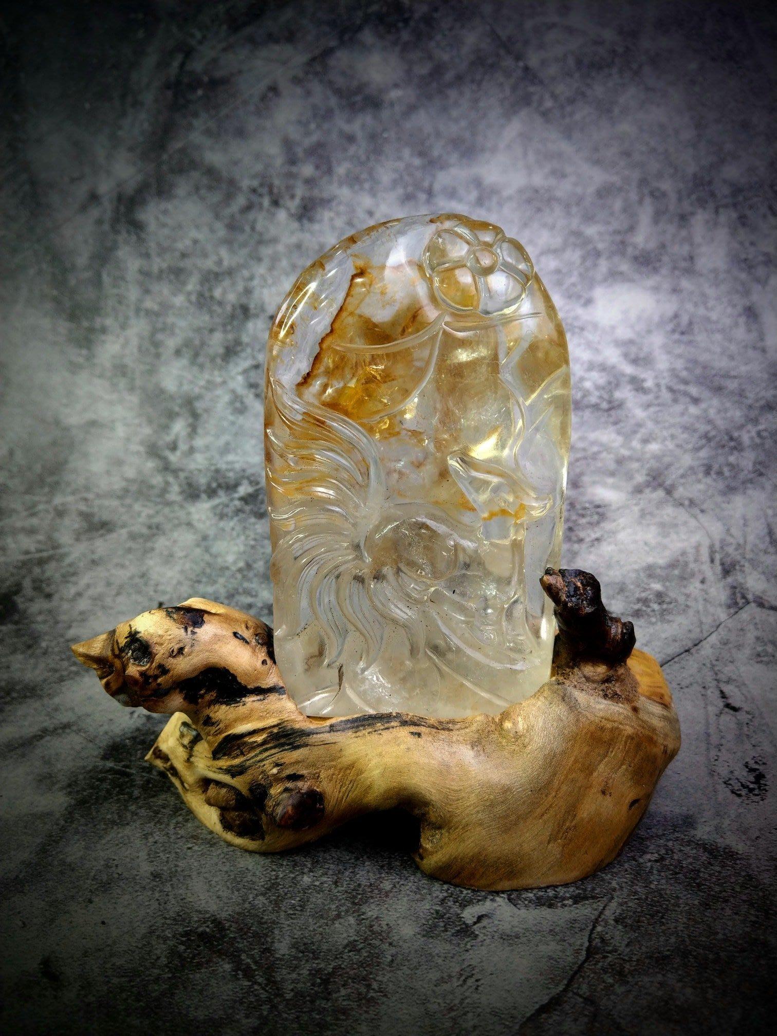 天然黃膠花水晶九尾狐+樹根座(F20)