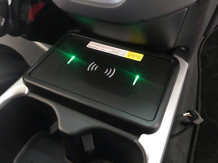 九七八汽車精品 本田 HONDA CRV5 CRV-5 5代 專用 無線充電 不占空間 不破壞線組 完全直上免修改 !