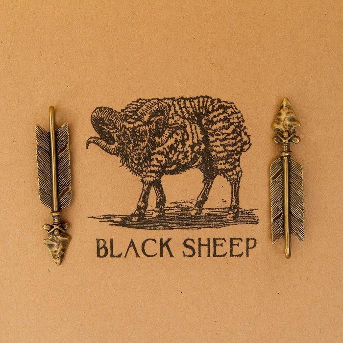 黑羊選物 黃銅 鑰匙吊飾 羽毛弓箭 復古 養牛 純黃銅製作 結實有手感 brass 隨身小物 鑰匙圈