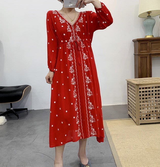 【An Ju Shop】外單 歐美西班牙風 重工刺繡熠熠生輝中國紅V領抽繩收腰高腰長袖棉質連衣裙洋裝~OI115903
