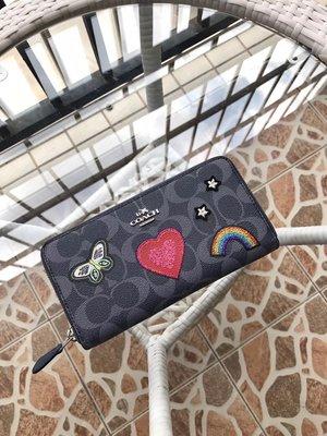完美精品代購 COACH 26784 新款女士蝴蝶桃心彩虹刺繡拉鏈錢包 皮夾 手感柔軟 高檔優雅 附代購憑證