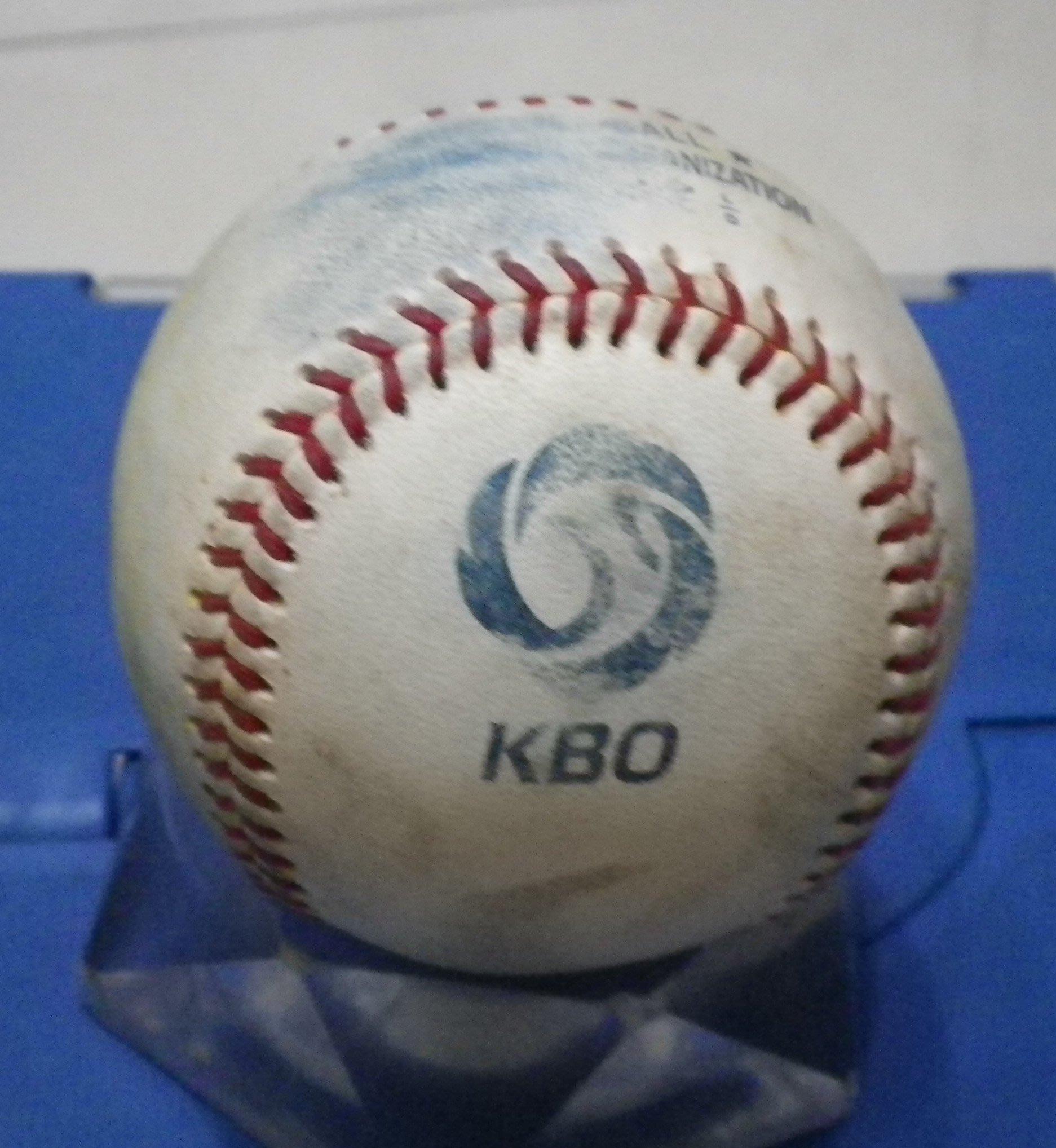 棒球天地--全台唯一---南韓職棒 KBO 比賽球.可簽王維中