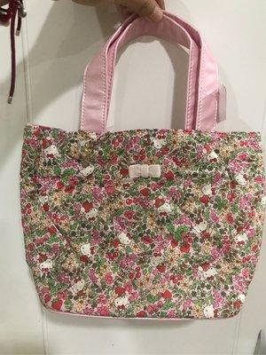 *凱西小舖*日本進口三麗歐正版KITTY凱蒂貓X英國LIBERTY PRINT聯名碎花系列小手提包
