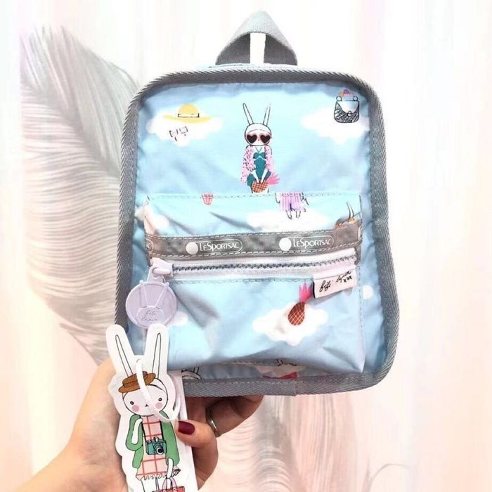 Lesportsac x Fifi Lapin 藍色時尚兔 4306 輕量 小包大容量 旅行 出遊 旅行 斜背 胸包 雙肩後背包 多用款 降落傘防水 限時優惠