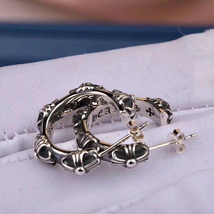 《巴黎拜金女》克羅心耳環