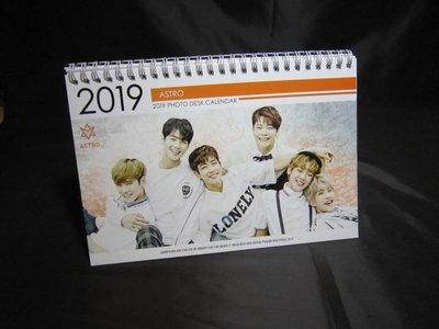 全新韓國進口【ASTRO 2018 2019 桌曆】桌上型月曆 直立式照片 雙面 車銀優(我的ID是江南美人)
