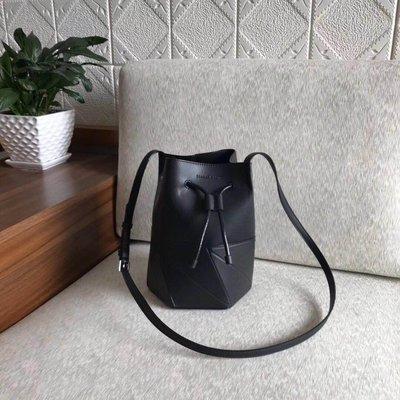 ╭☆包媽子店☆ CHARLES&KEITH 幾何圖案抽繩水桶包~5色~