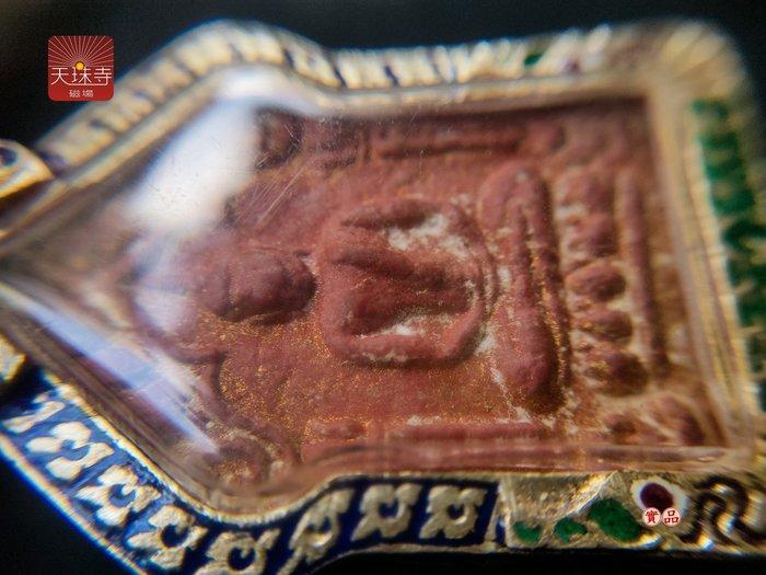泰國佛牌 龍婆添 帕坤平 碰派坤平2515背面五古佛符管正廟出牌內含古曼 護法神下凡渡眾眾緣和合供請泰國高僧老佛牌跨領域