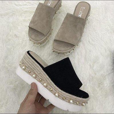 【MISS.LENG】厚底坡跟鉚釘松糕底涼鞋一字拖時尚外穿涼拖鞋女夏季室外
