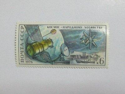 (5 _ 5)~前蘇聯新郵票---宇宙飛船和通訊站---1976年--- 1 張---單枚票專題
