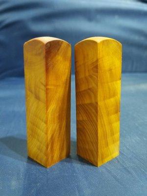 台灣檜木6分印章 (黃檜、閃花)7*1.8cm正方 1對400元~g7