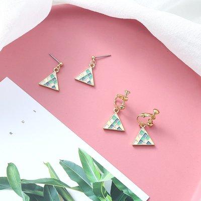 新款飾品冰激凌色三角形小巧耳墜女氣質簡約迷你百搭復古幾何耳釘短款耳飾
