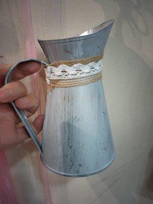 --鄉村風鐵桶花器----澆花壺造型鐵桶--***有現貨