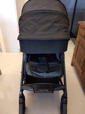 Nuna mixx質感黑 嬰兒推車二手九成五新 功能皆正常 使用一年而已 但難免會有使用的小細部痕跡 整台已清洗乾淨 需自取 或北北桃可討論取貨