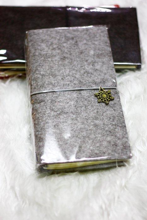 【R的雜貨舖】羊毛氈簡約 日式復古筆記本 旅遊/外出/萬用年曆(淺灰)