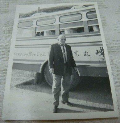 【早期老照片】民國50年代 人物 遊覽車 6.5X9 公分