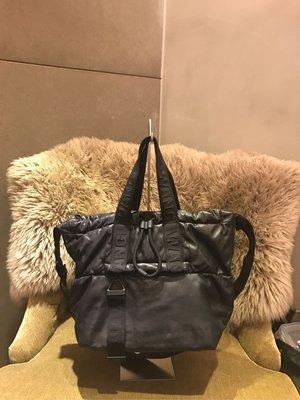 已售 ❄️CORA'S二手❄️Alexander Wang x H&M聯名款 小羊皮運動肩背包 可斜背 可手提