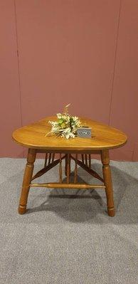 【卡卡頌 歐洲跳蚤市場/歐洲古董】法國老件 橡木實木雕刻  三角造型  雕刻茶几 邊几  邊桌 ct0052