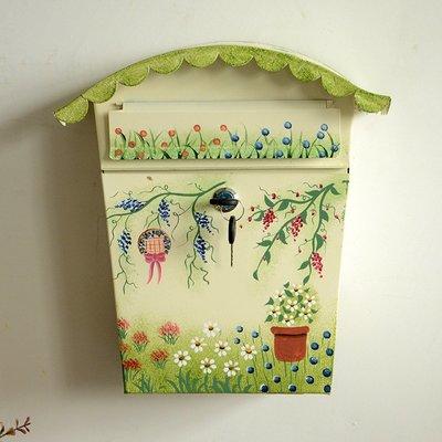 zakka雜貨 復古歐美鄉村田園風彩繪裝飾信件箱 可愛花草綠意帶鎖鐵製壁掛式家庭信箱 居家餐廳佈置裝飾掛壁飾郵件箱 禮物