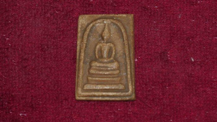 (希瓦利佛牌殿) BB01 2411 玉佛寺 崇迪 阿贊多  4.3x3.2x0.4cm