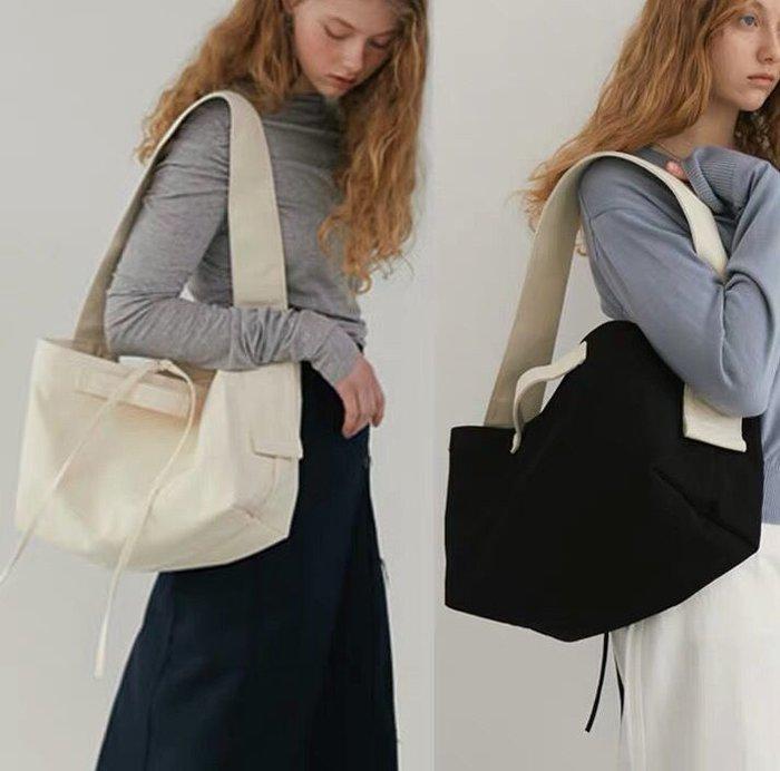 SEYES {韓國空運} 自然風簡約時尚百搭極簡寬肩帶拚色長方包