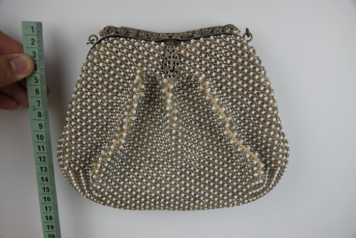 1015-回饋社會-特價品-是老件(貴婦-旗袍裝扮適用)厚重珠珠包-收藏品(郵寄免運費~建議預約自取確認)