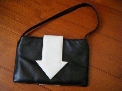agnes b. 箭頭小牛皮(真皮) 個性小提包 / 手提包