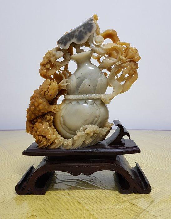 【昌耀】《西元1980~1990年代 早期天然壽山石系 芙蓉凍石 荷葉 葫蘆 蟾蜍 鏤空雙面雕刻 大型擺飾》Y955