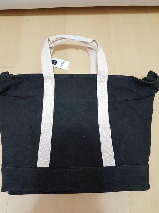 全新中性GAP拉鏈帆布包,商品如圖閒置出清售出無退換貨服務~
