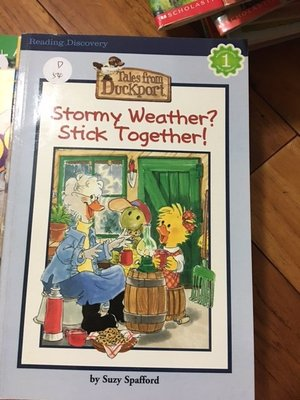 二手英文童書 stormy weather stick together Suzy Spafford D54
