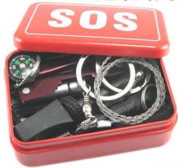 【新奇屋】SOS多功能求生急救盒 打火棒 口哨 工具卡 線鋸 手電筒 多用途刀鉗工具 指南(北)針 野外求生地震颱風