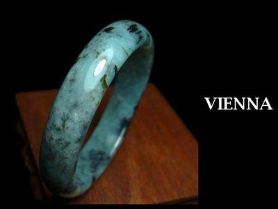 《A貨翡翠》【VIENNA】《手圍19.8/15mm版寬》緬甸玉/冰種夢幻藍綠舞花墨/玉鐲/手鐲X+009